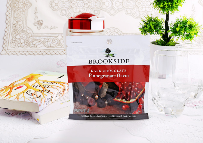 Socola Brookside Nhân Lựu Pomegranate Flavor Dark Chocolate 198g USA (Gói)