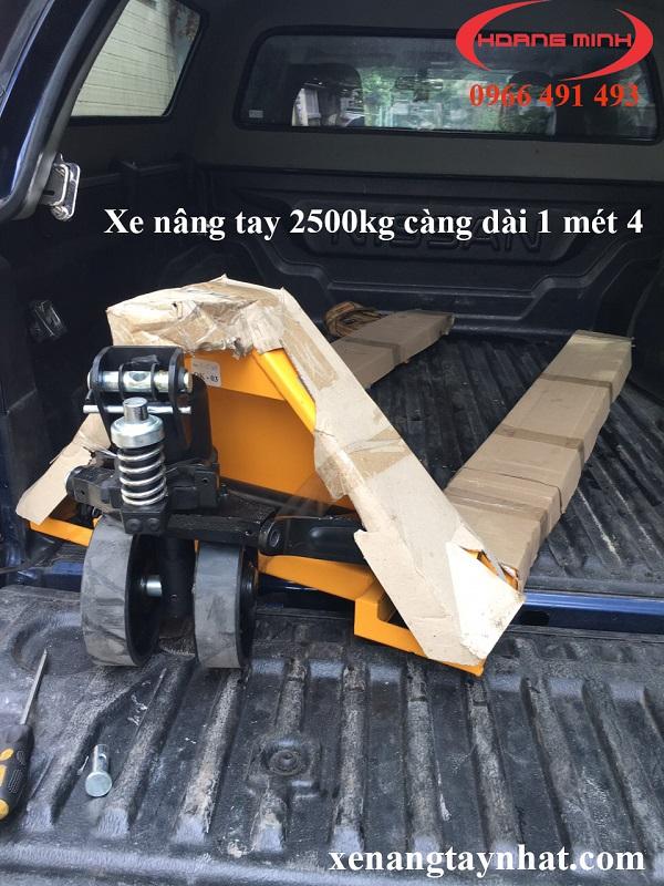 xe-nang-tay-2500kg-cang-dai-1m4