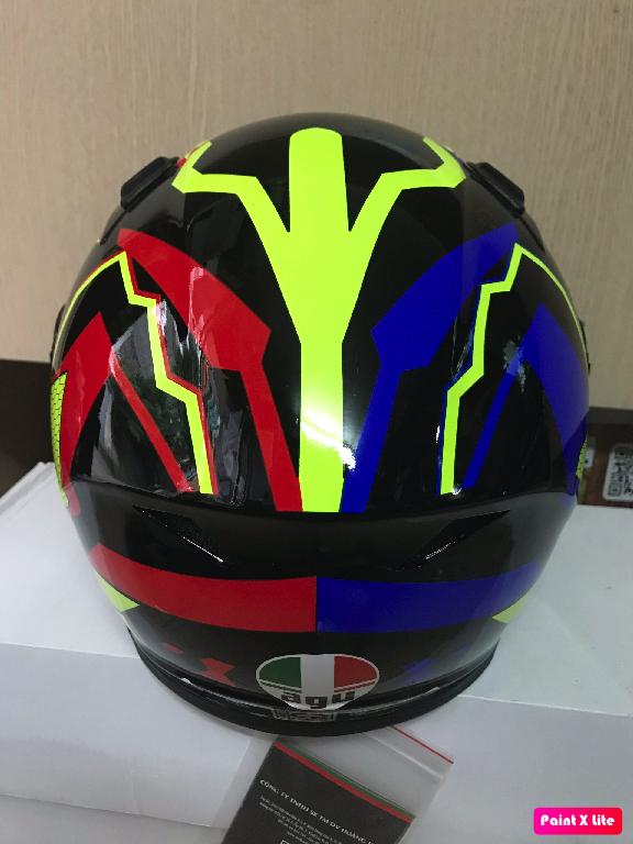 Mũ bảo hiểm fullface AGU tem phản quang họa tiết đối xứng đỏ vàng xanh dương có chữ AGU 46 (hàng chính hãng)