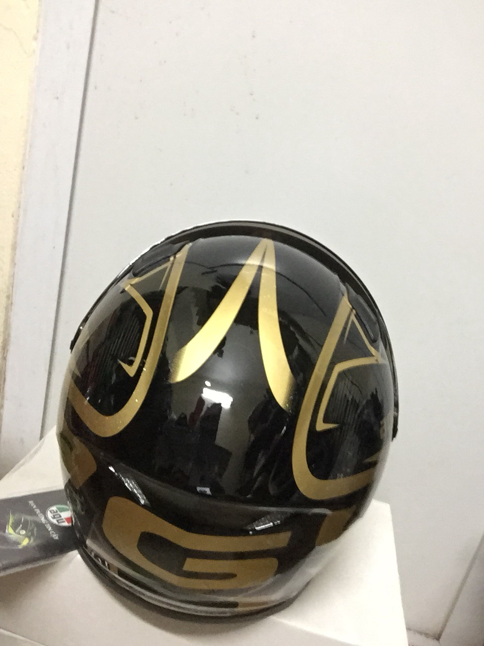 Miễn phí vận chuyển Mũ Bảo Hiểm AGU Fullface tem avenger vàng đồng sang chảnh hàng chính hãng có tem kiểm định