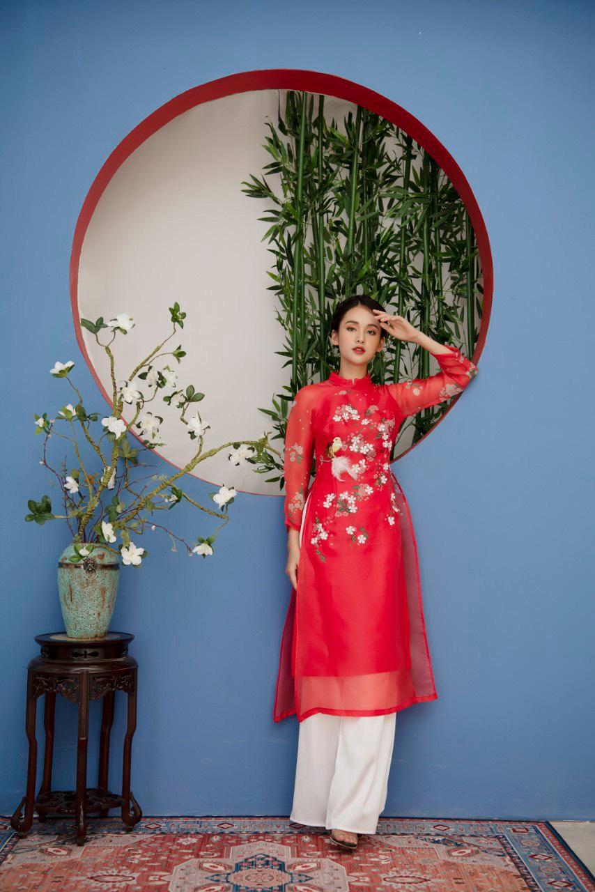 Áo Dài Cách Tân Lửng Voan Tơ 4 Tà Màu Đỏ Họa Tiết Hoa Lá Mùa Xuân
