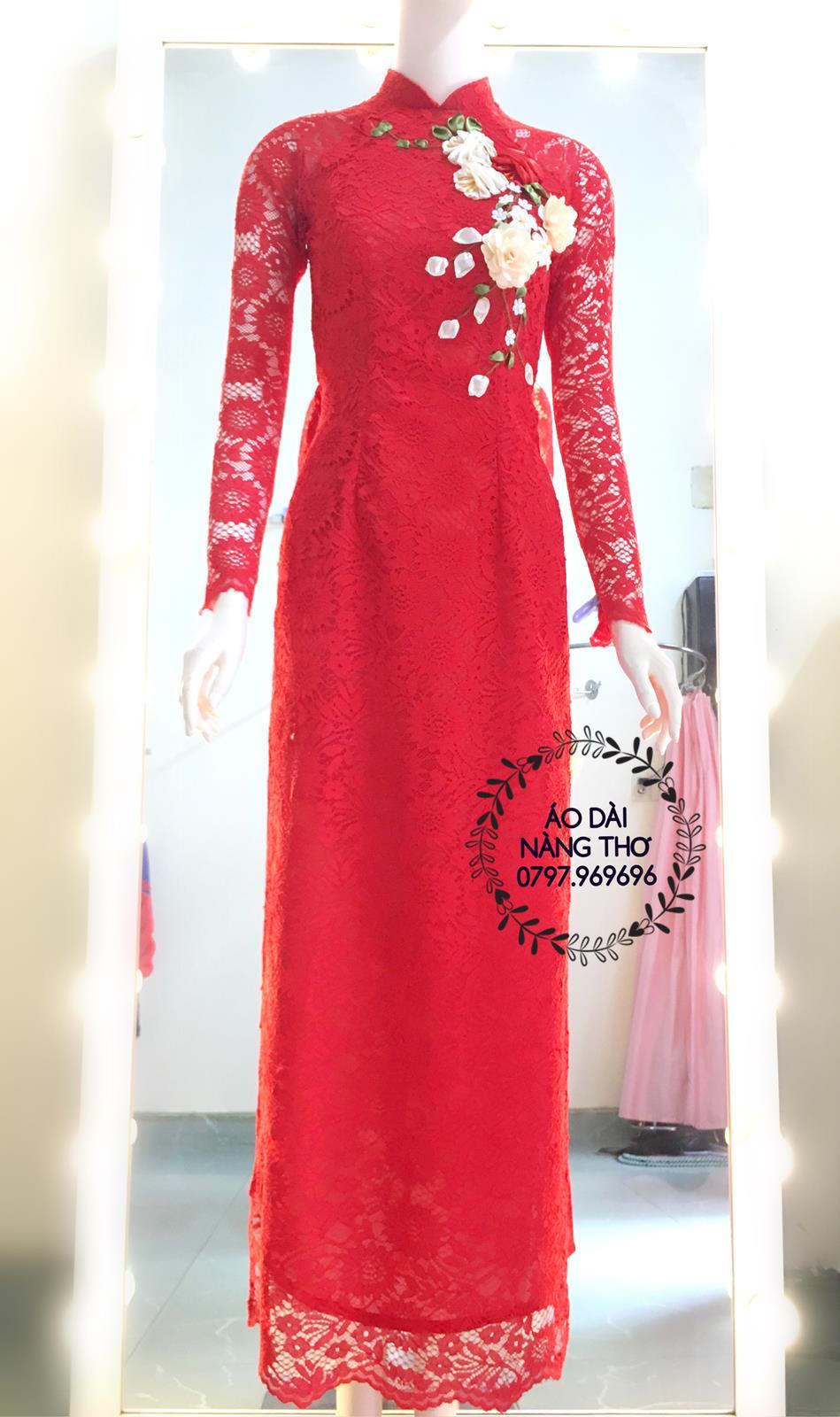 Áo dài thêu ruy băng ren đỏ