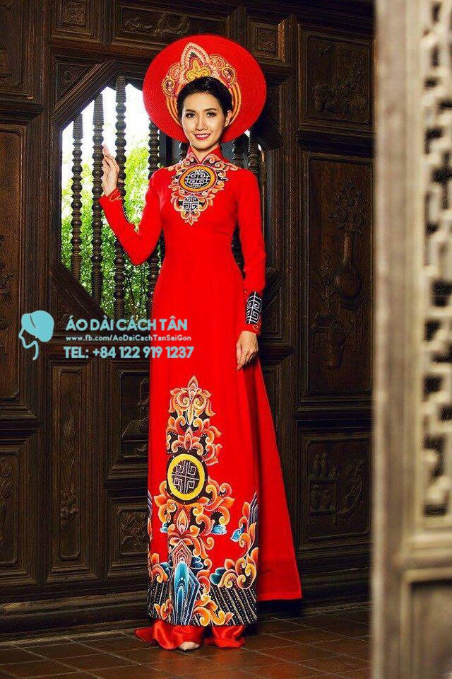 Áo dài họa tiết trống đồng màu đỏ