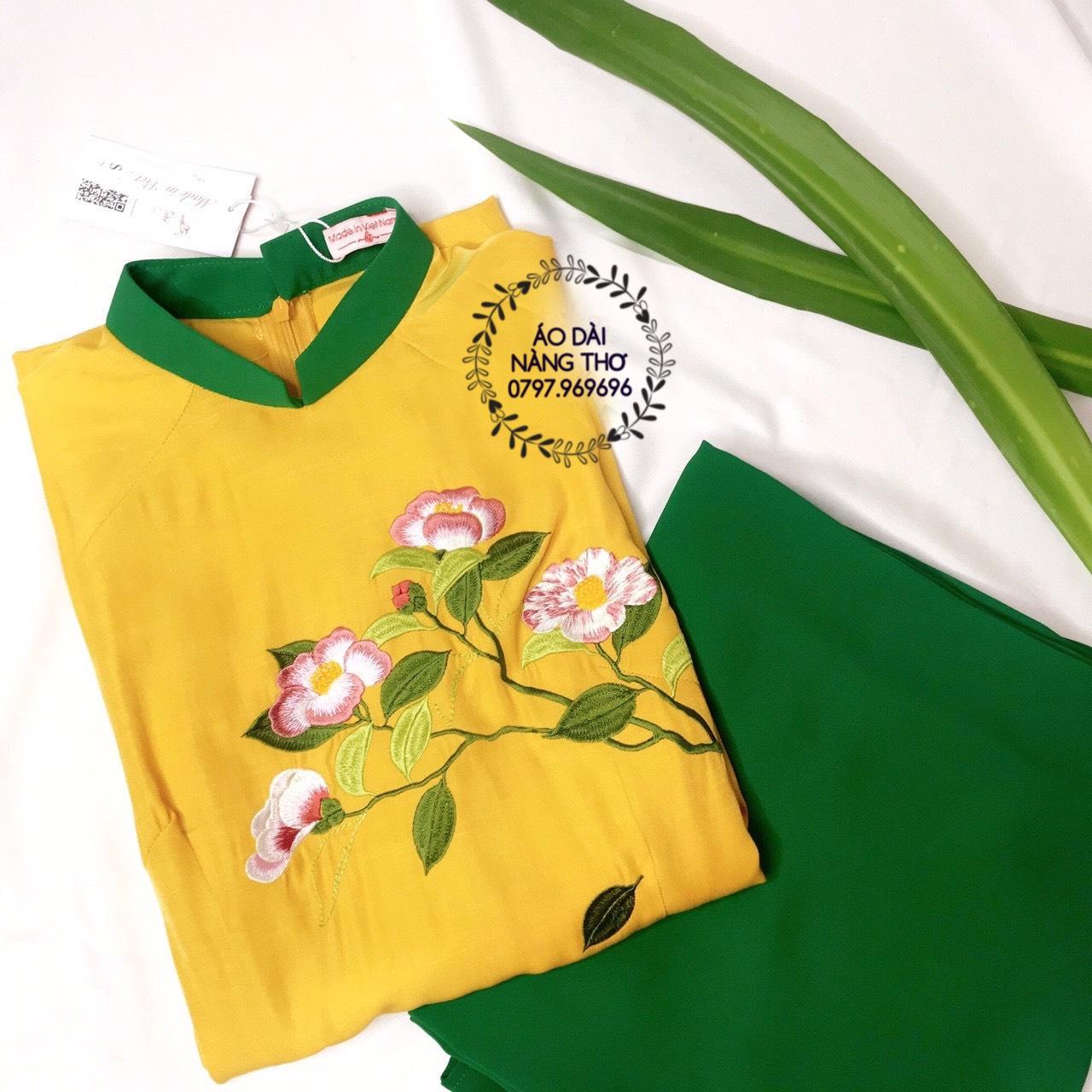 Áo Dài Truyền Thống Chất Liệu Đũi Cao Cấp Màu Vàng Thêu Họa Tiết Hoa Lá Mùa Xuân