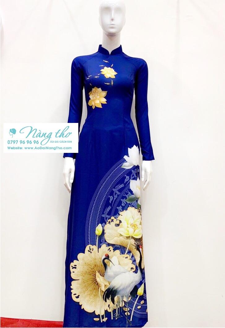 Áo dài họa tiết hoa sen màu xanh