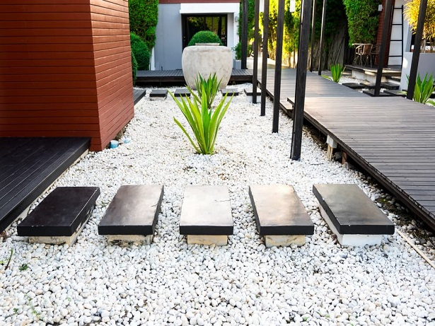 Cool Ideas To Use Pebbles To Decorate Outdoor