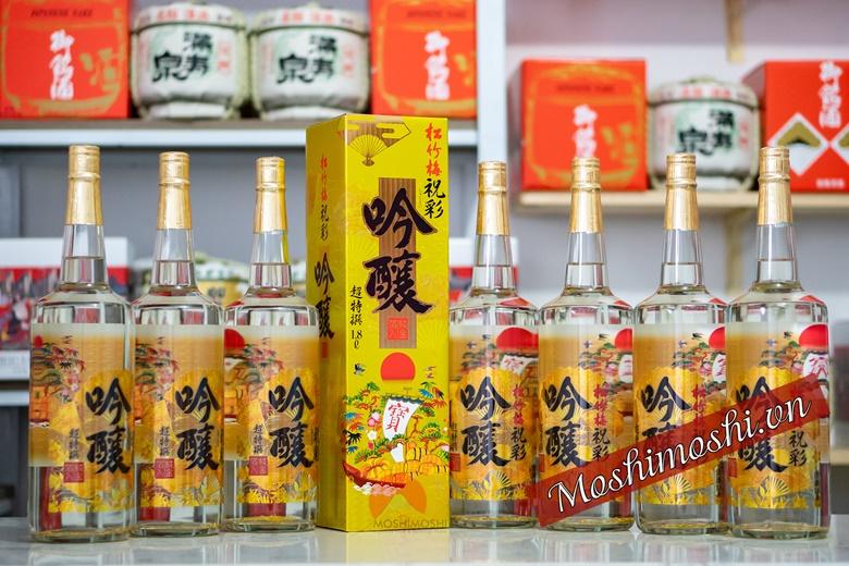 Rượu sake vảy vàng mặt trời đỏ