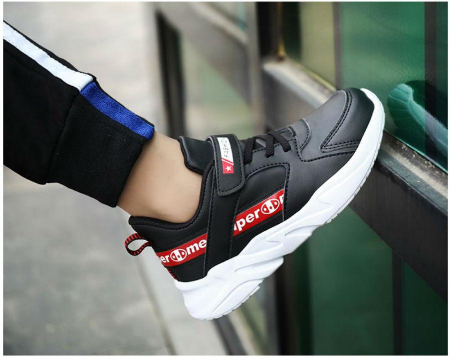 Giày thể thao đen siêu nhẹ trẻ em - KP2032