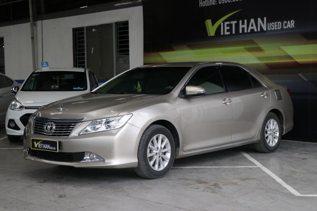 Toyota Camry E 2.0AT 2014