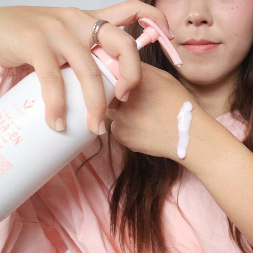 Tinh chất dưỡng trắng và sáng mịn da Scentio Pink Collagen 350ml
