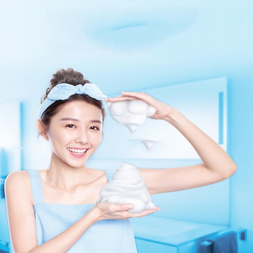 Sữa rửa mặt tạo bọt sẵn dưỡng trắng da Scentio Milk Plus 150ml