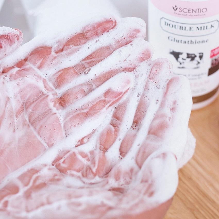 Kem tắm dưỡng trắng da Scentio Double Milk Triple White 350ml