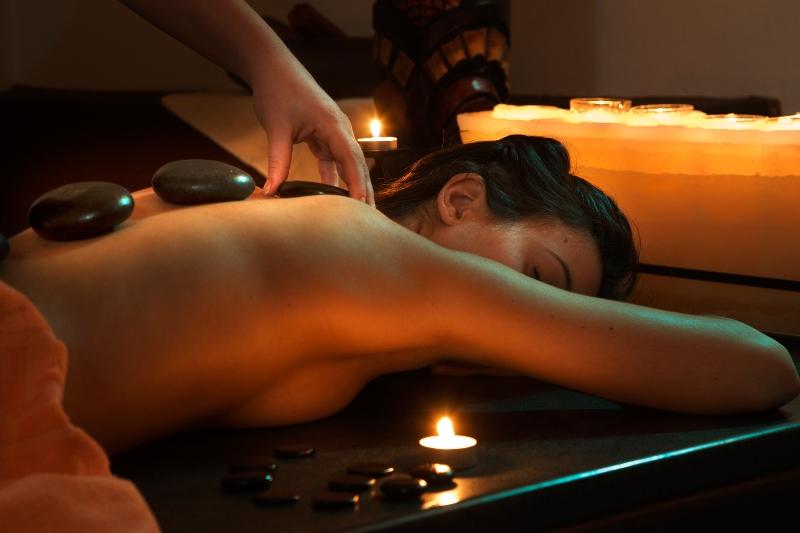 Sắc Việt Spa - Massage Body Đá nóng