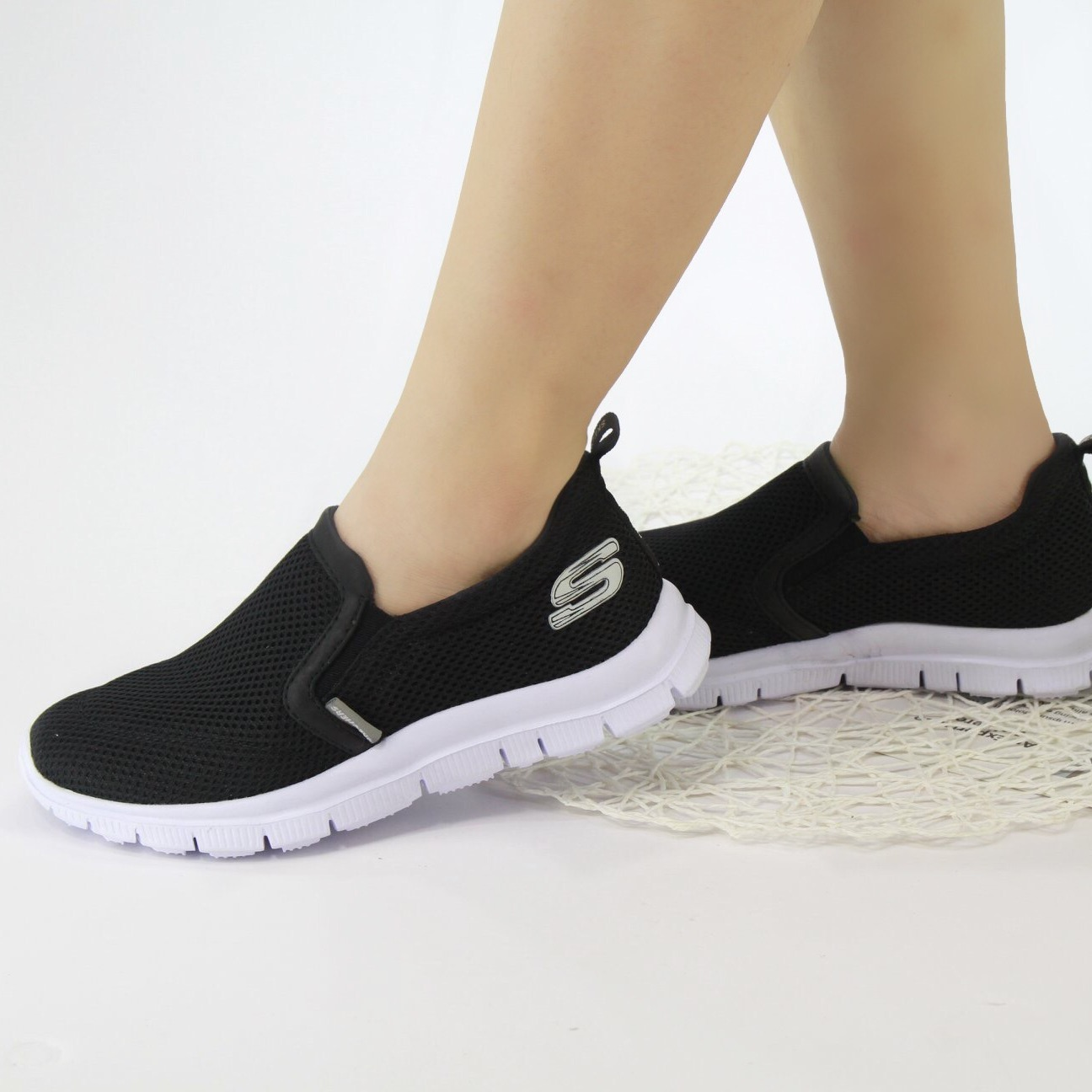 SLipon Skechers nữ