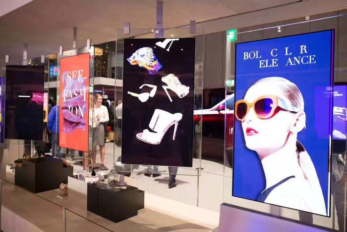 Màn hình kép quảng cáo 2 mặt siêu mỏng