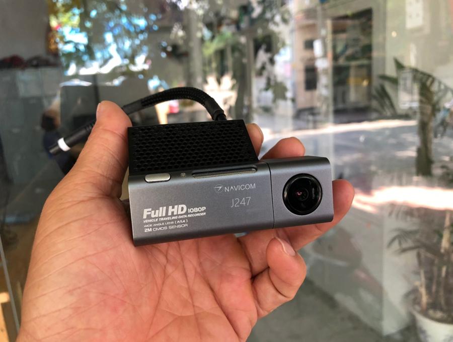 lắp camera hành trình nhỏ gọn navicom j247