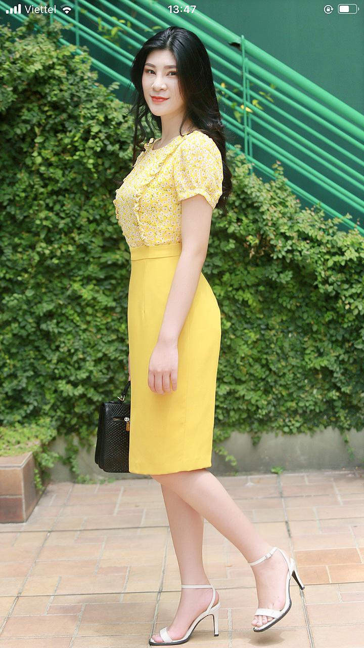 Váy công sở phối hoa nhí thời trang màu vàng EV03
