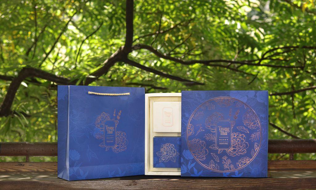 Hộp bánh trung thu cao cấp SAKURA nhũ hoa mẫu đơn ( hộp 4 cái)