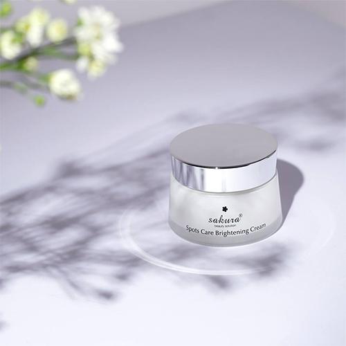 Kem dưỡng trắng da và ngăn ngừa sạm nám Sakura Spots Care Brightening Cream