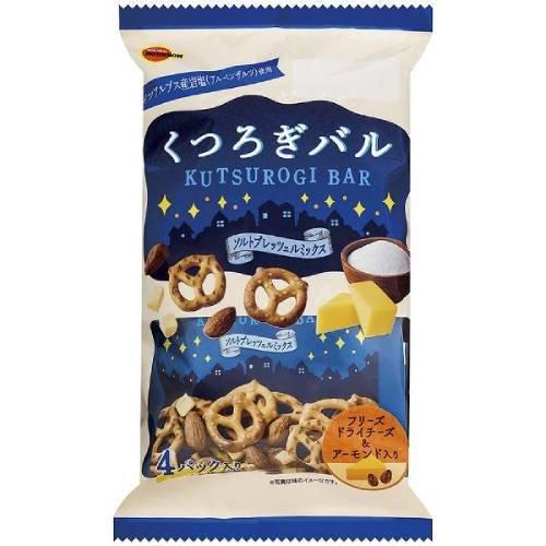 Bánh snake Bourbon Kutsurogi Bar phomai hạnh nhân 102g - Hàng Nhật nội địa