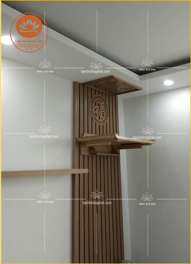 - Mẫu bàn thờ treo chung cư - chất liệu gỗ sồi - kích thước 48 x 69 - ám khói 41 x61 chữ thọ - hậu chữ phúc hán đường kính 36 - tấm hậu PVC - màu sắc gỗ tư nhiên màu sồi