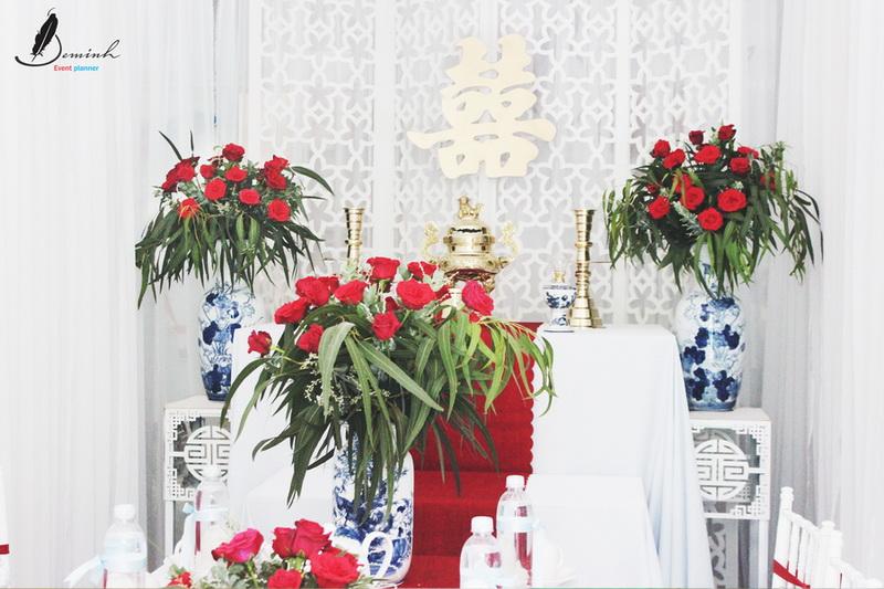 hình ảnh cắm hoa bàn thờ tổ tiên