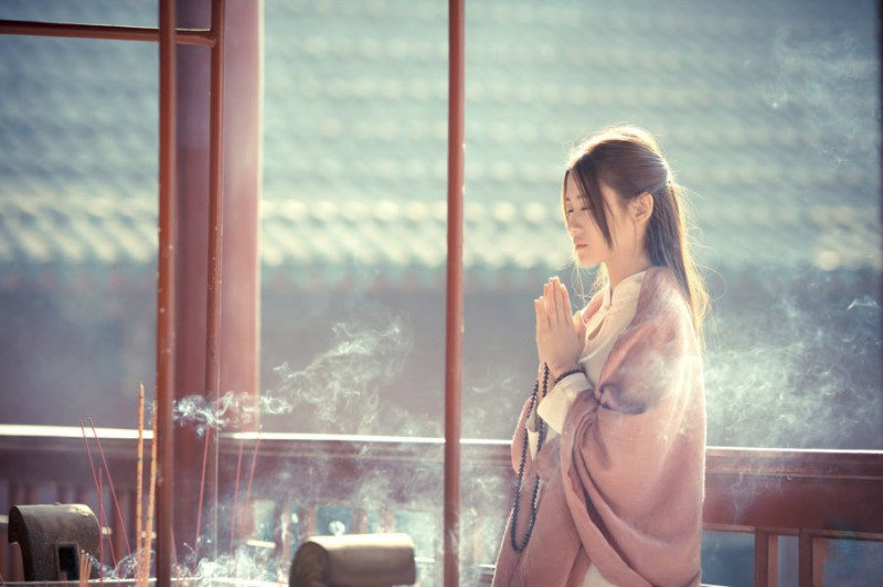Thắp hương mùng 1 trở thành truyền thống văn hóa đáng quý