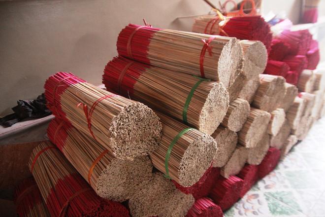 Thắp hương trầm thảo mộc