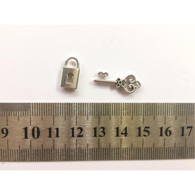 Cặp chìa khoá ổ khoá xi bạc (ổ tim)