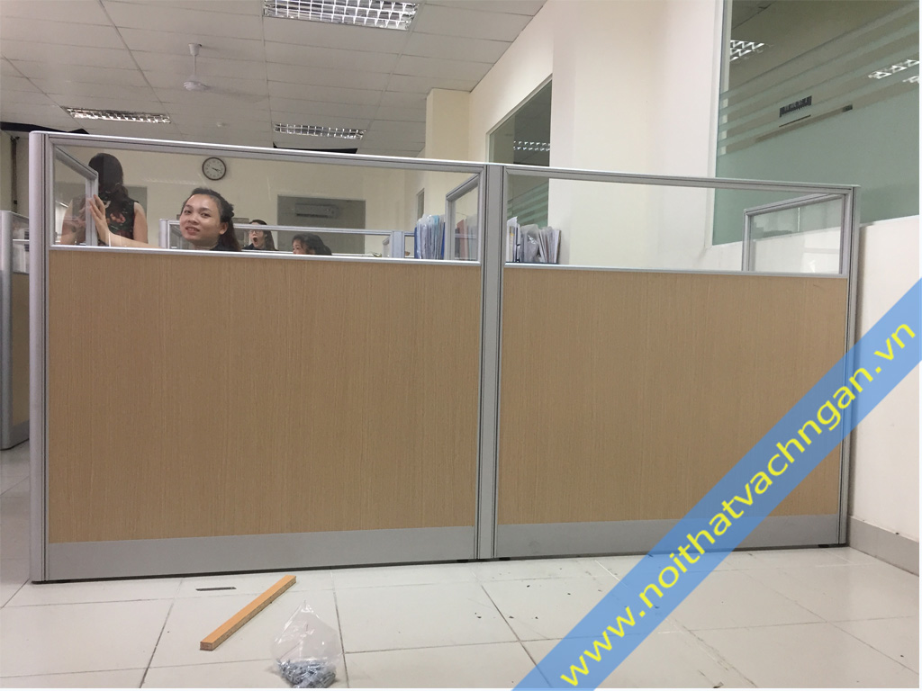 Vách ngăn bàn làm việc gỗ-kính VNB03GK