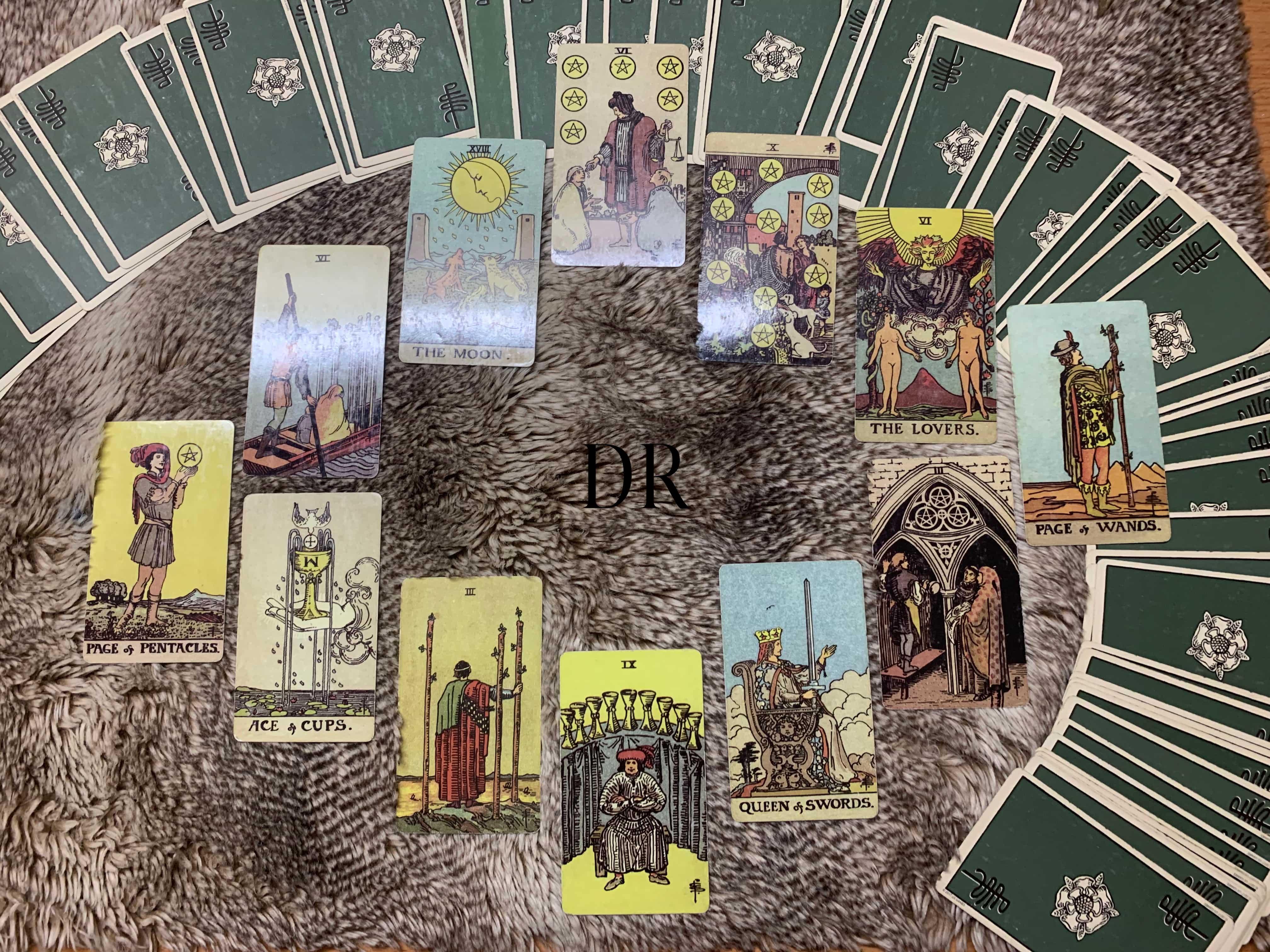 Trải Bai Chung Mọi Chuyện Trong Thang 10 Của Bạn Như Thế Nao D Rosie Six of pentacles reversed tarot card key meanings: d rosie