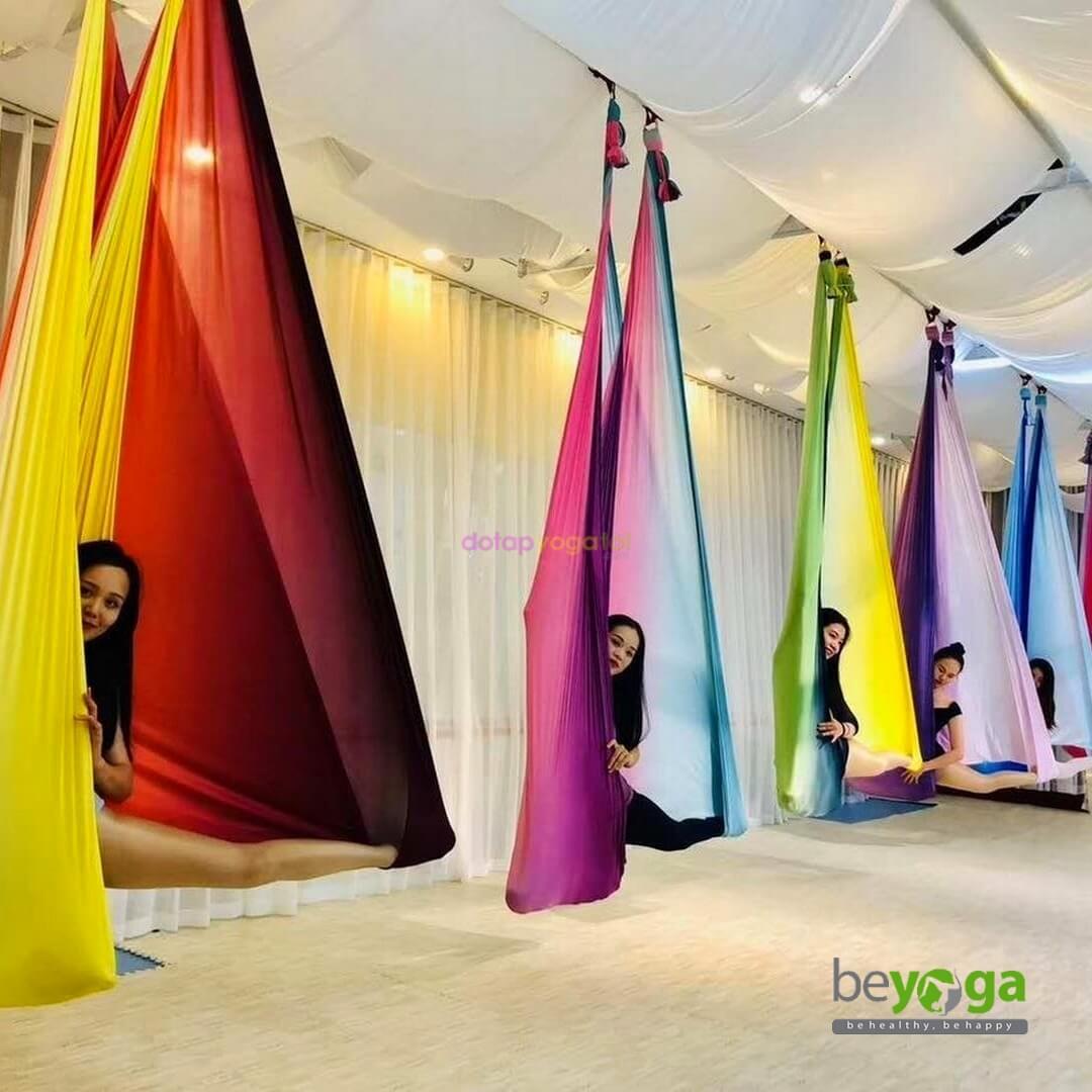 Võng tập yoga vải lụa đa sắc beYoga