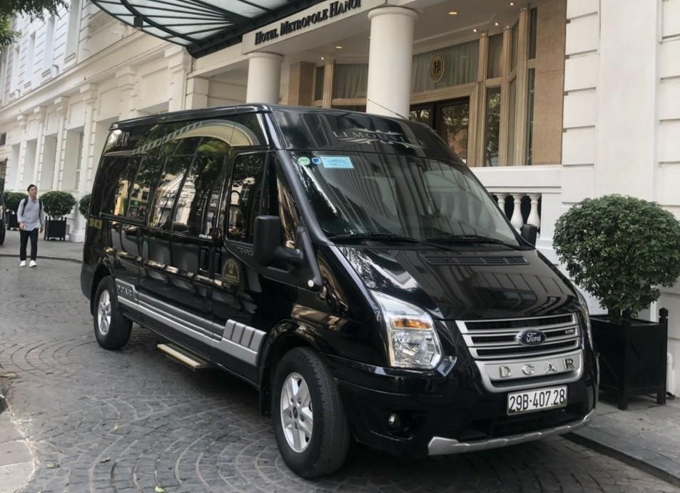 Dcar limousine: Đường dài 10.000đ/km. City tour nội thành 1.800.000đ/ngày.
