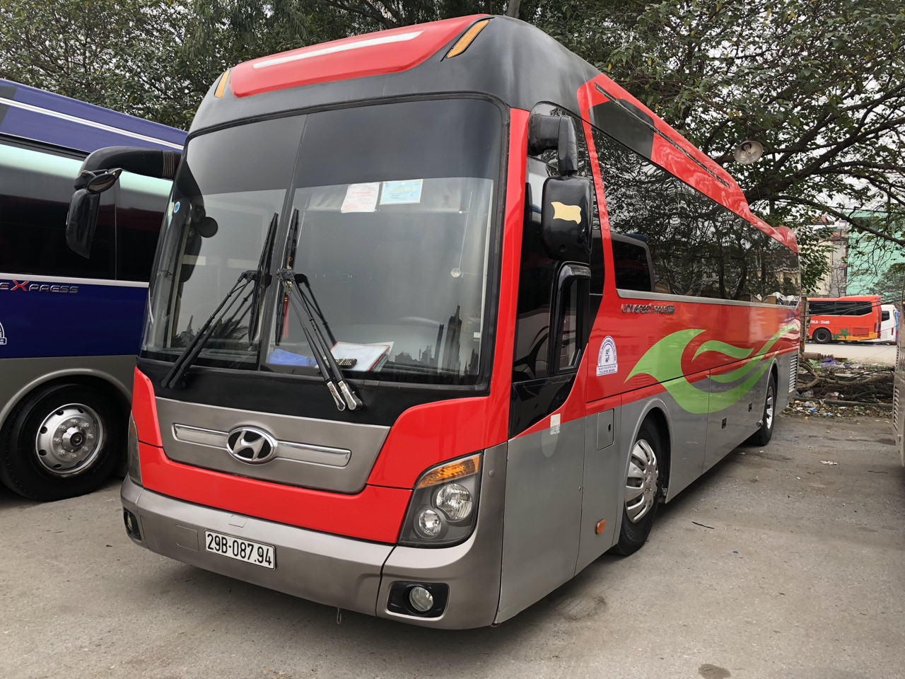 thaco-universe-47c-duong-dai-20-000d-km-city-tour-noi-thanh-2-500-000d-ngay