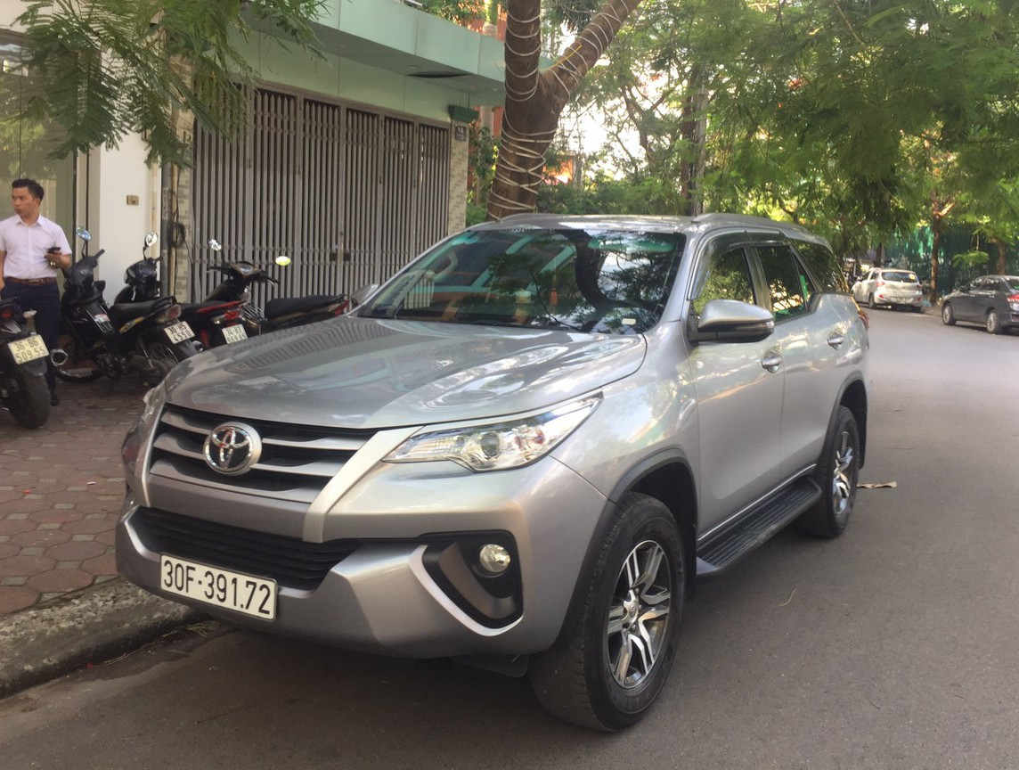 fortuner-duong-dai-6-500d-km-city-tour-noi-thanh-1-100-000d-ngay
