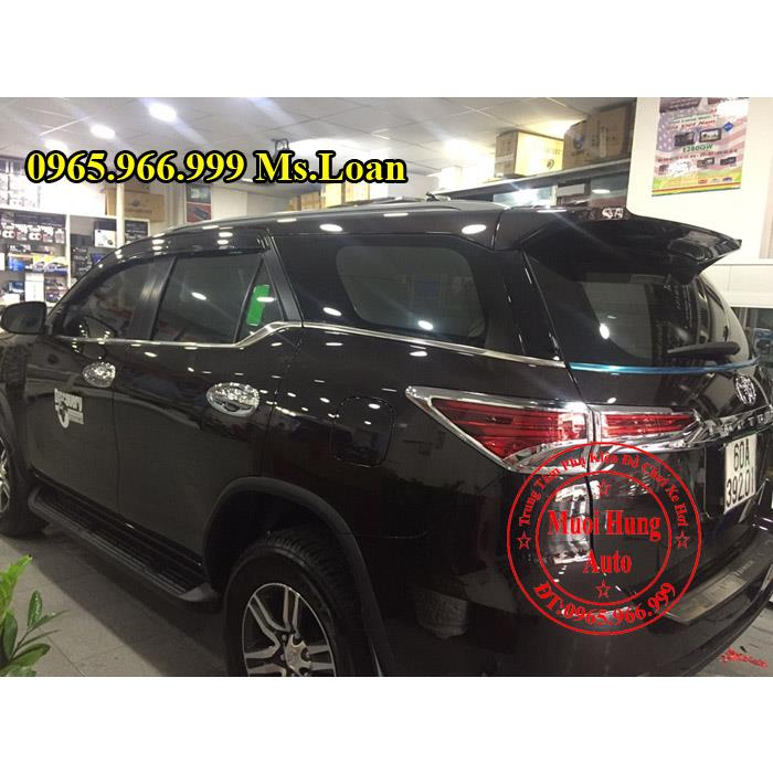 vien-chan-kinh-xe-fortuner-2017-gia-re