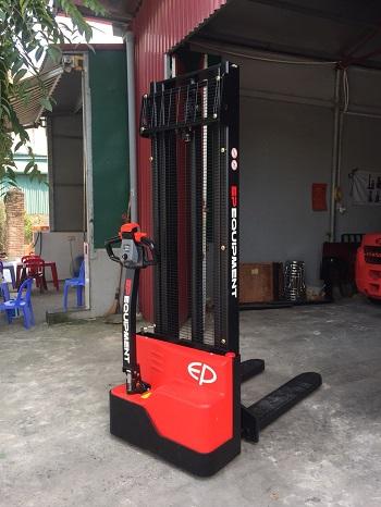 xe nâng điện 1.5 tấn EST151Z