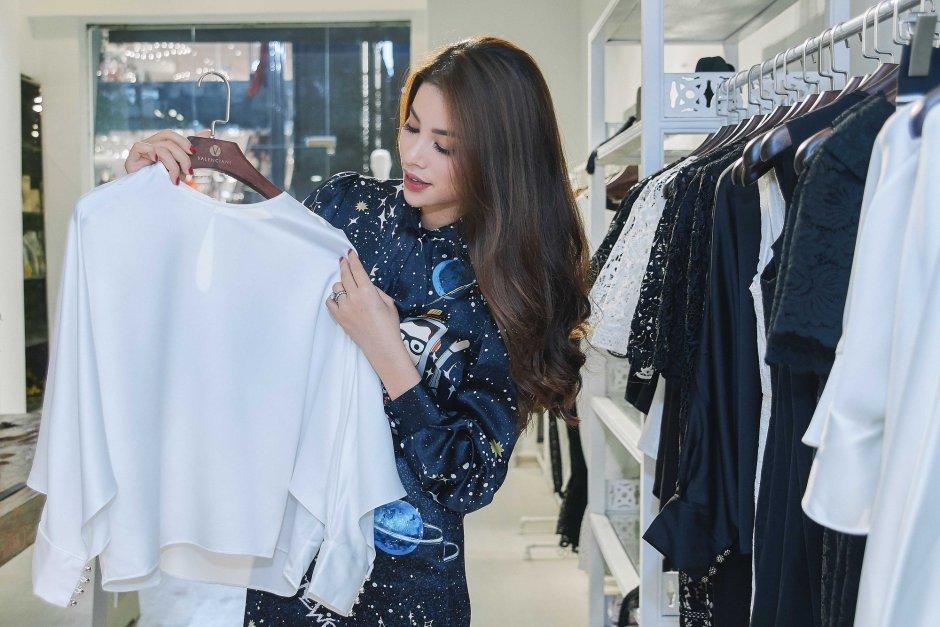 Kỳ Duyên ngày một ra dáng fashion icon, đọ sắc với Phạm Hương trong buổi thử đồ của NTK Adrian Anh Tuấn