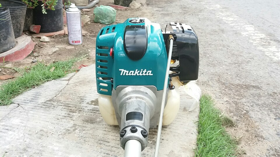 may-cat-co-makita-4-thi-425-427-nhat-bai