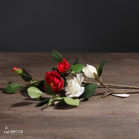 HC951 - Cành hoa trà trắng - đỏ (1 bông 2 nụ)