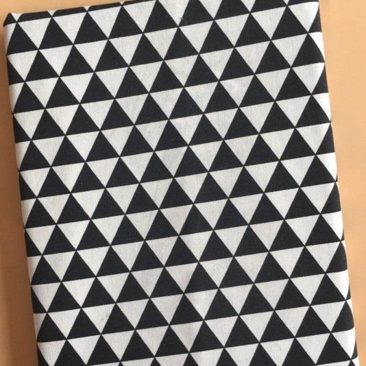 TB319 - Vải Canvas tam giác đen trắng