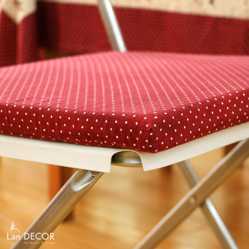 Đệm ghế chấm bi đỏ - BMG304