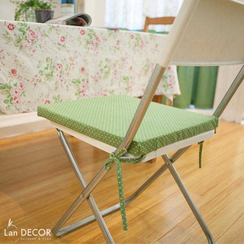 Đệm ghế chấm bi trắng nền xanh cốm đậm- BMG292