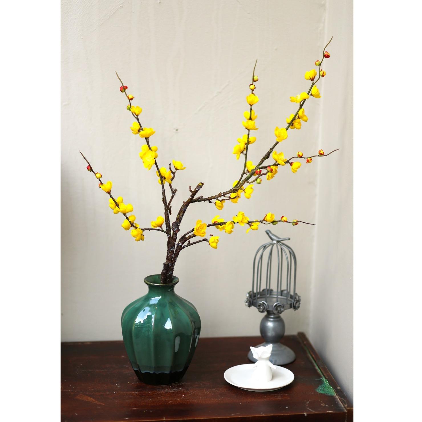 Bình gốm kèm hoa mai vàng - BH1063