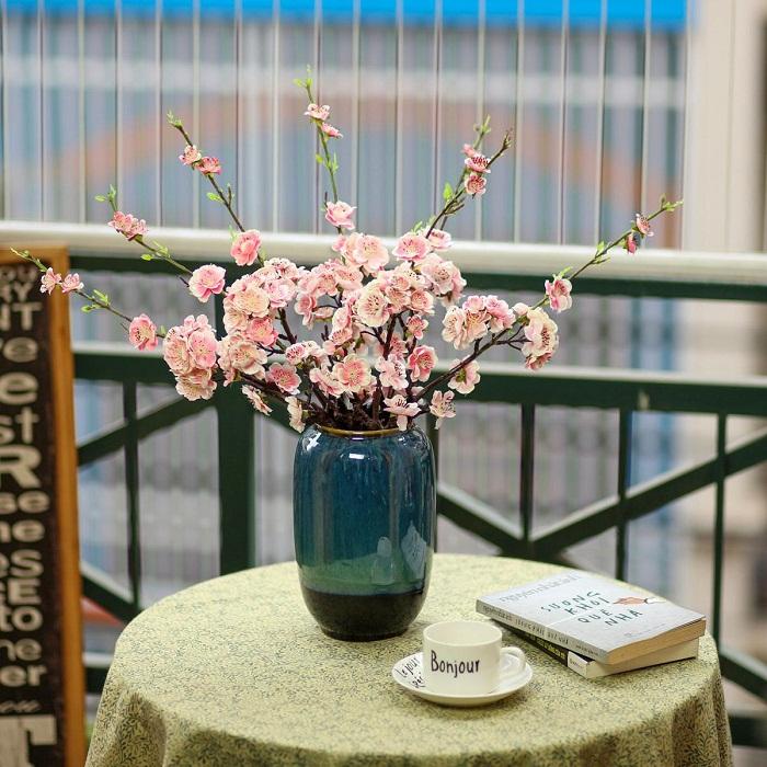 Bình gốm kèm hoa anh đào - BH1067