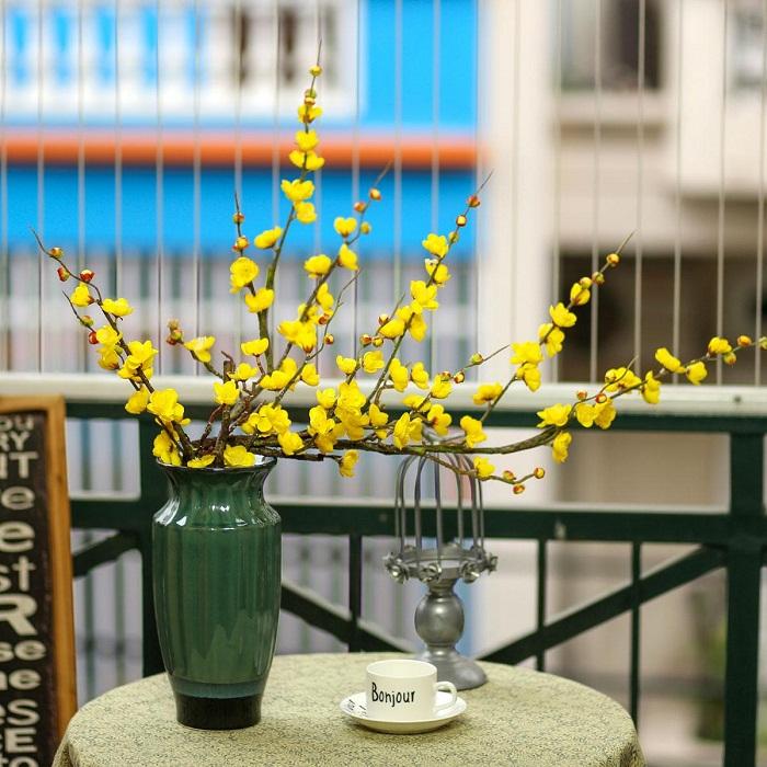 Bình hoa mai vàng trang trí Tết - BH1053