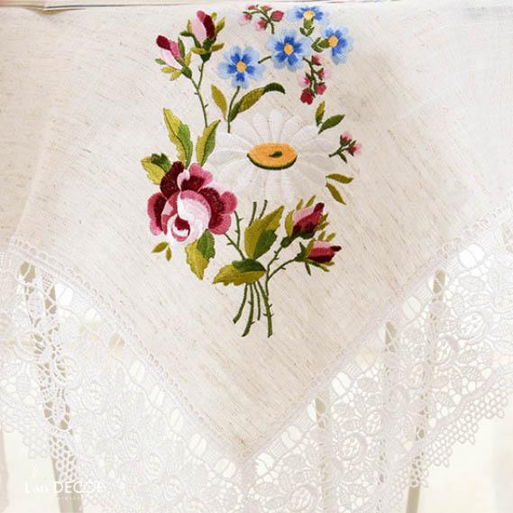 Khăn trải bàn trắng họa tiết hoa cúc và hoa hồng - KR032