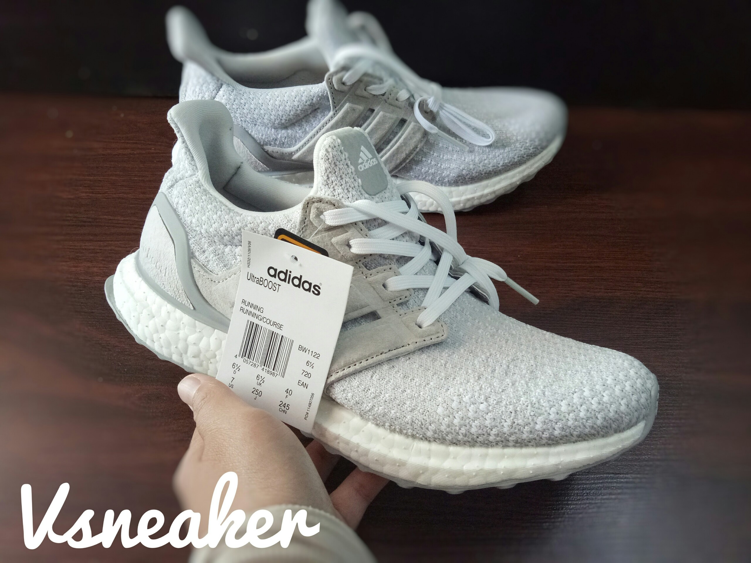 Giày ultraboost reigning champ