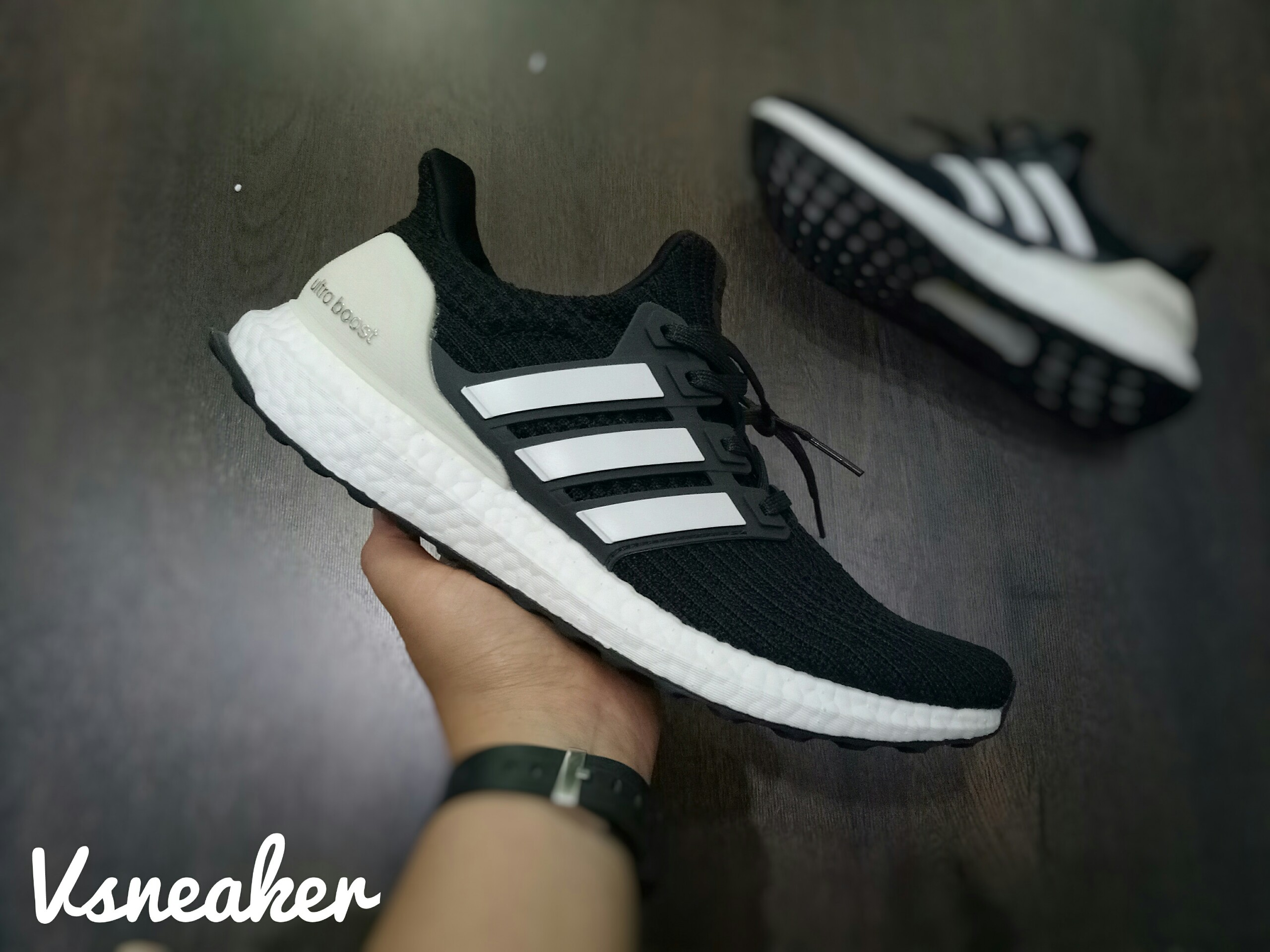 "Giày UltraBoost 4.0 ""Show Your Stripes"""