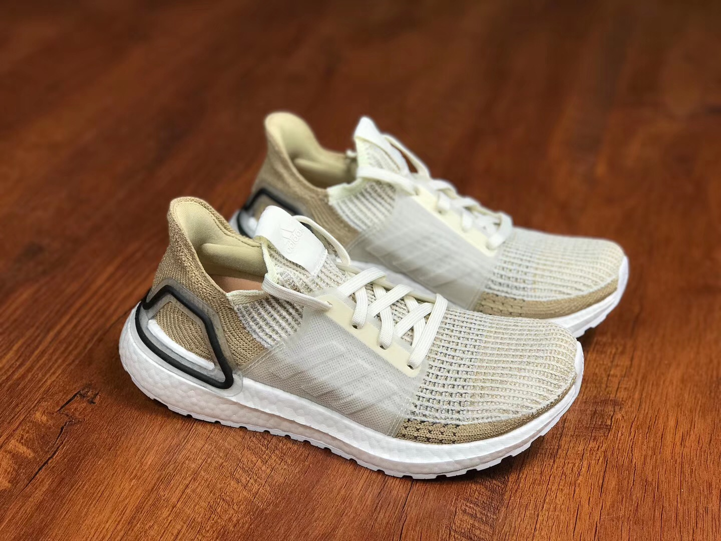 Giày ultraboost 19 chalk white